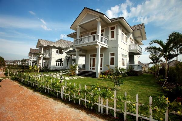 Biệt thự cạnh sông - Phong thủy Trọng Hùng