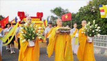 Nghi thức lễ Phật Đản – phong thủy trọng hùng