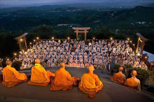Nghi thức lễ Phật Đản - phong thủy trọng hùng